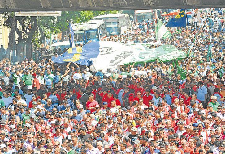 Grieta de numeros. Hayan sido 90 mil o 400 mil personas, la marcha se hizo sentir.