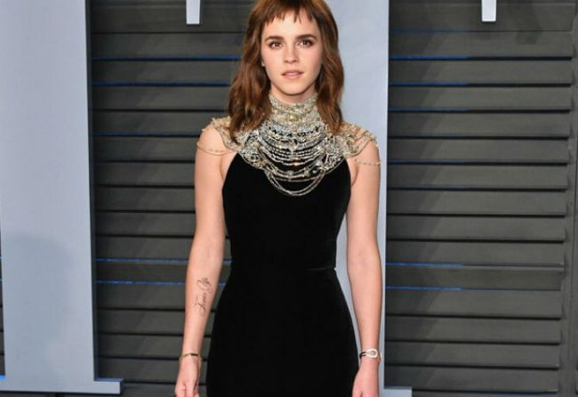 Emma Watson luce tatuaje de #TimesUp en los Oscar