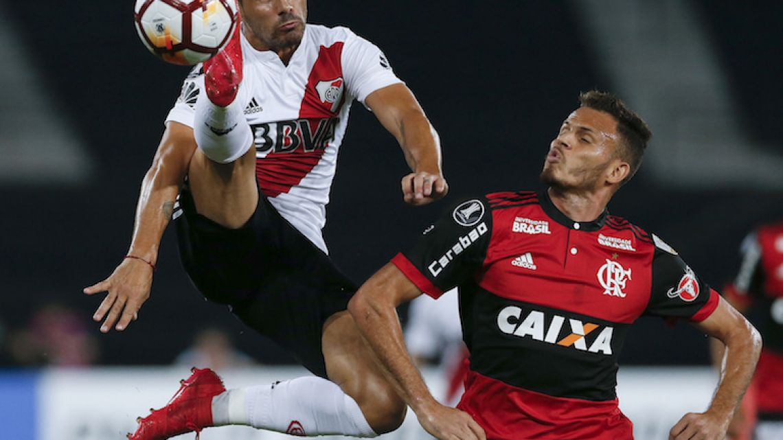 River Plate striker Rodrigo Mora, left, fights for the ball with Flamengo defender Renê during their Copa Liberadores match in Rio de Janeiro on Wednesday.