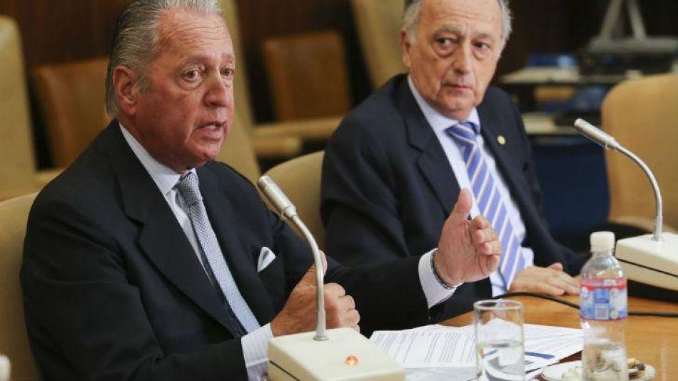 El titular de la UIA, Miguel Acevedo, junto al vice presidente Daniel Funes de Rioja.