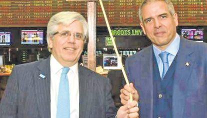 Al frente. Luis Perez Companc (derecha), al tocar la campana en la Bolsa en junio del año pasado.