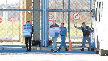 Afuera. López dejó la cárcel de Ezeiza el viernes. La aliada de Cambiemos primero tuiteó y después mandó a hablar a su mano derecha, Paula Oliveto.