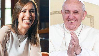 Sonrientes. La gobernadora y el líder del catolicismo. La primera sufre menos el desgaste. El segundo sube en la consideración.
