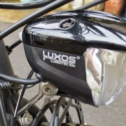 B_M Lumotec IQ2 Luxos 90 Lux with parking light and remote handlebar fitting IMG_5934