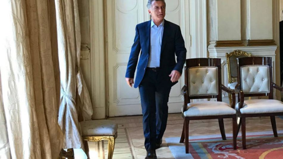 Mauricio Macri firmó el decreto para oficializar los retiros voluntarios de empleados estatales.