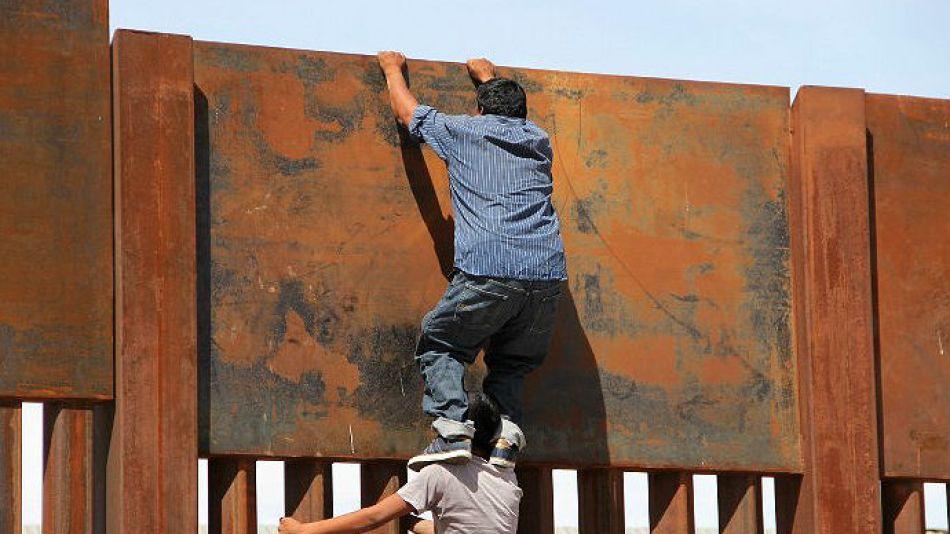 Inmigrantes ilegales desde México hacia Estados Unidos.