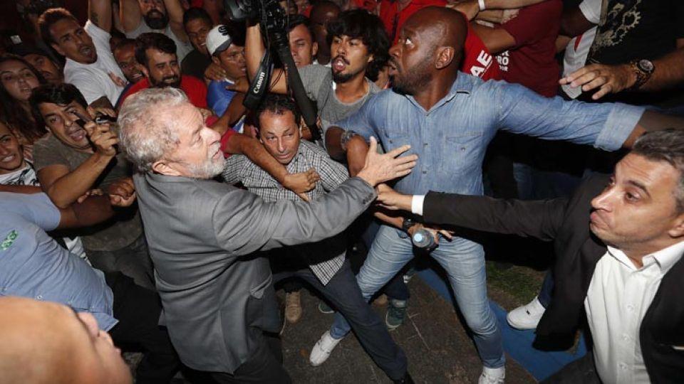 04-07_Lula_salida_Sindicato