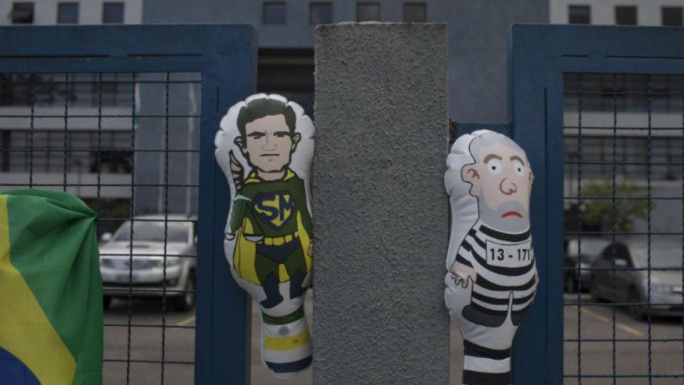 El Penal de Curitiba, donde  Da Silva cumpliría su condena, debió reforzar su seguridad por manifestaciones tanto a favor como en contra del exmandatario.