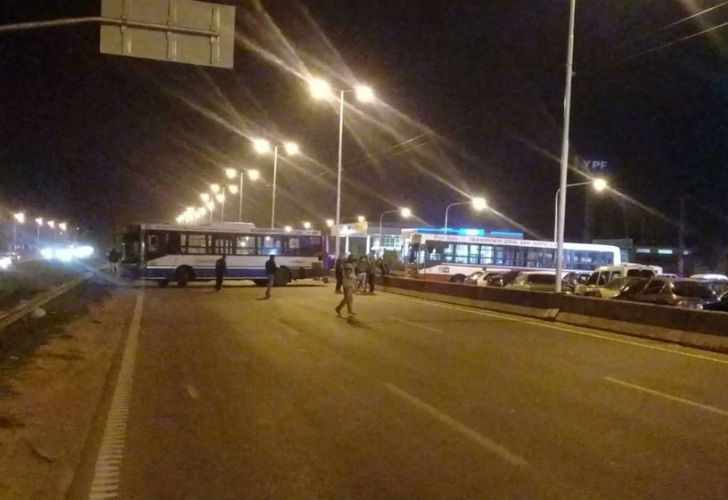 El corte de la autopista General Paz arrancó en la madrugada.
