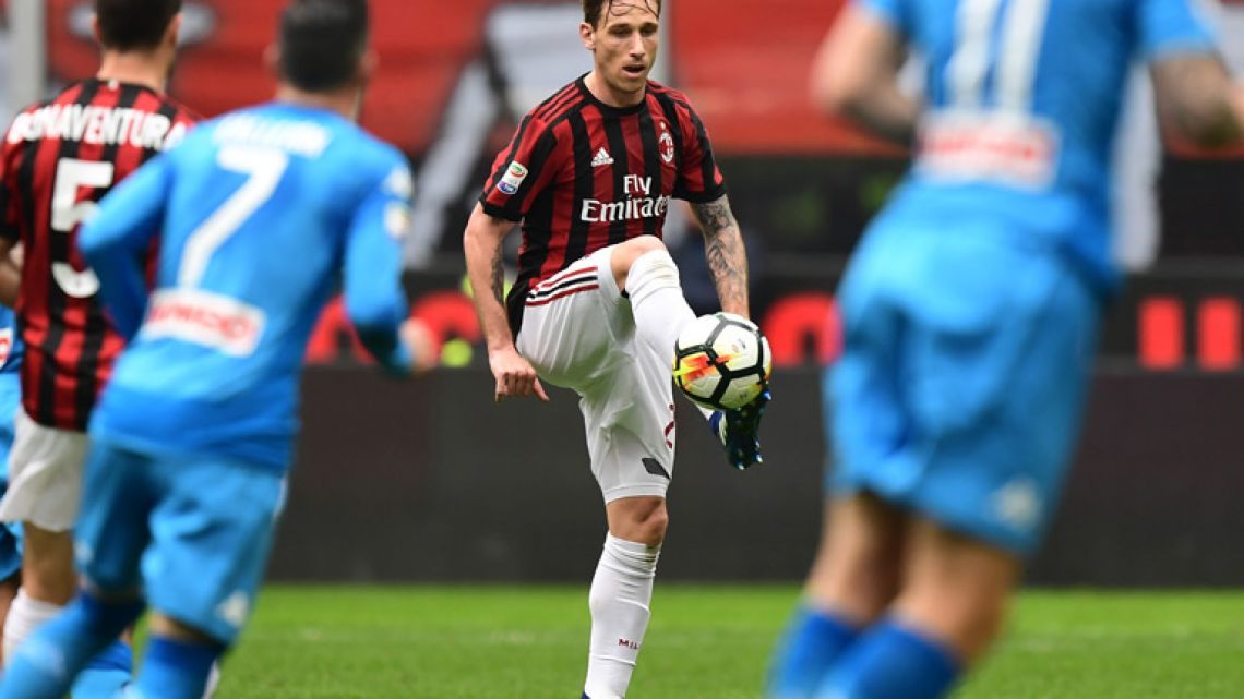Argentine midfielder Lucas Biglia controls the ball during the Italian Serie A football match between AC Milan and Napoli at San Siro stadium in Milan on April 15, 2018.