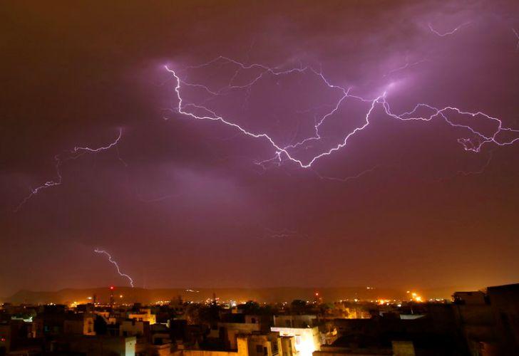 Tormenta eléctrica en la India 20180502