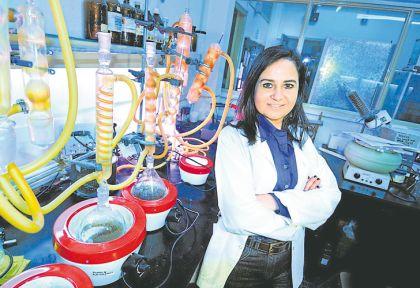 La investigadora del Conicet Claudia Anesini estudia desde 2006 las propiedades medicinales del extracto de jarilla.