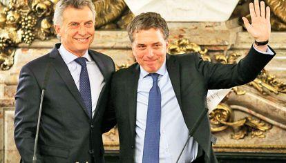 Juntos. Nicolás Dujovne y Mauricio Macri: el economista representa el ala gradualista dentro del gabinete de ministros.