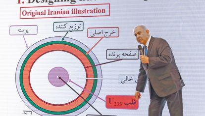 Acusador. Netanyahu presentó en pantalla gigante las supuestas pruebas contra el régimen iraní.
