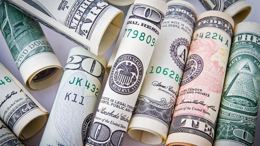 El dólar trepó 22 centavos y cerró a 25,47 pesos