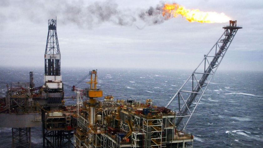 Petróleo alcanza su nivel más alto en cuatro años