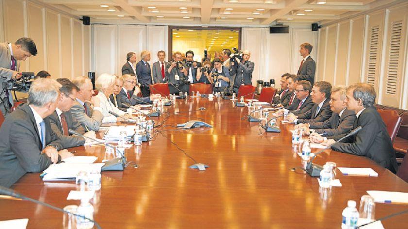 Resultado de imagen para El FMI dio vía libre para negociar un auxilio ampliado
