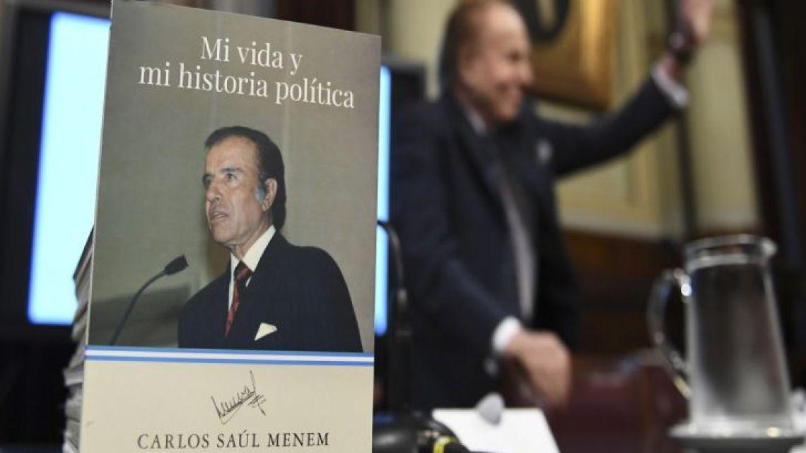 Former president Carlos Menem presented his autobiography book in the Senate