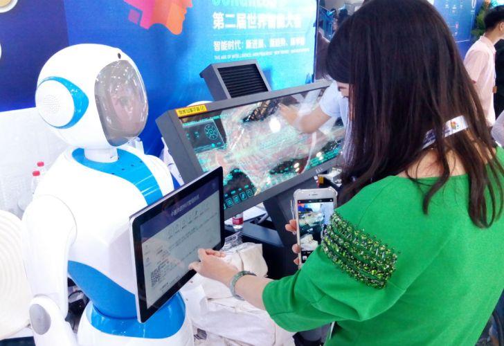 Innovación. Autos autónomos y pantallas de reconocimiento facial, avances chinos en máquinas inteligentes.