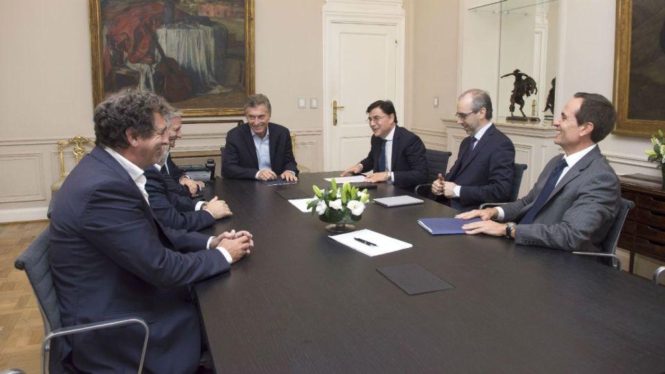 El Presidente usó la red social para contar su reunión –junto con el ministro de Modernización, Ibarra; el secretario de Comunicación, Grecco; y su vocero, Pavlovsky– con directivos de Perfil.
