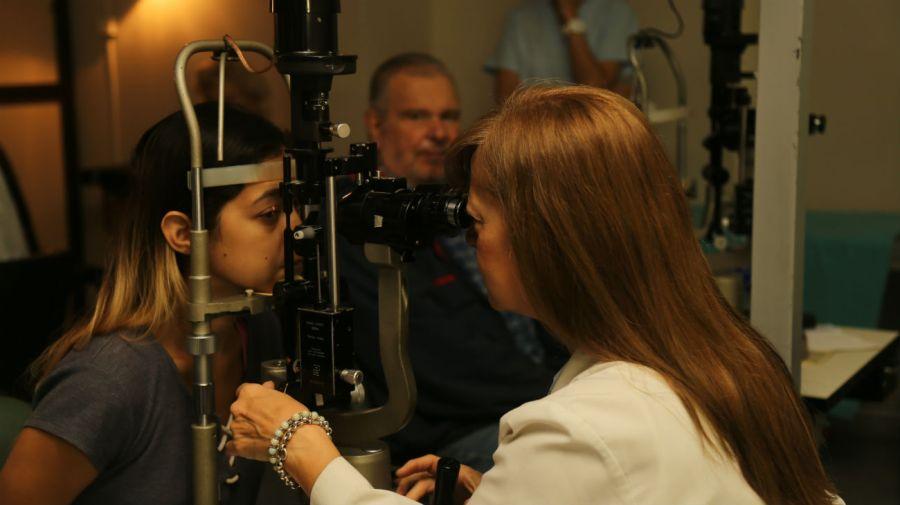 Este láser de avanzada tecnología sirve para la prevención de enfermedades oftalmológicas.