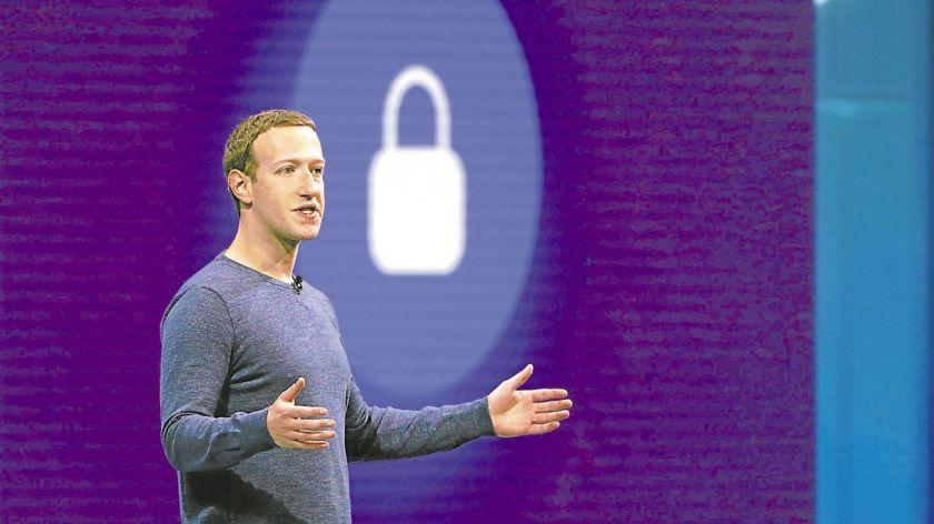 Perdon. Mark Zuckerberg pidió disculpas al Parlamento Europeo por los fallos de seguridad de su empresa