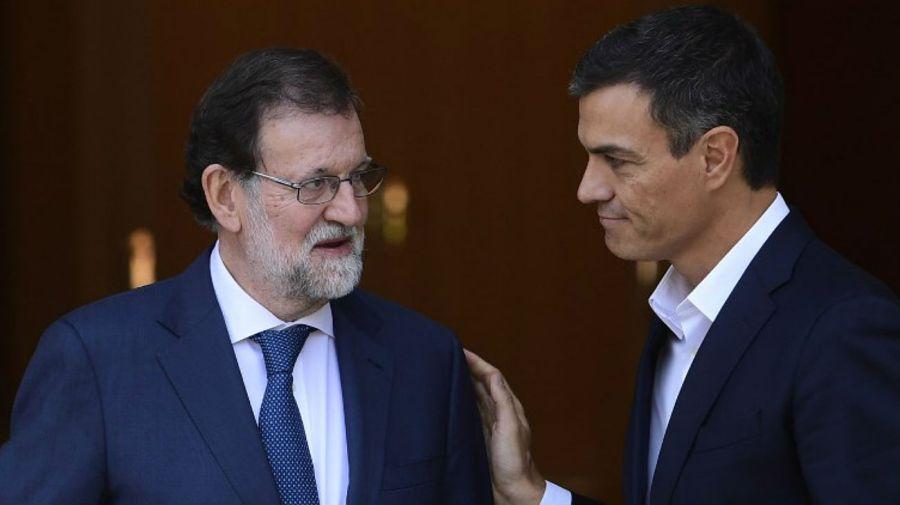Rajoy y Pedro Sánchez, líder del PSOE, en un encuentro el año pasado.