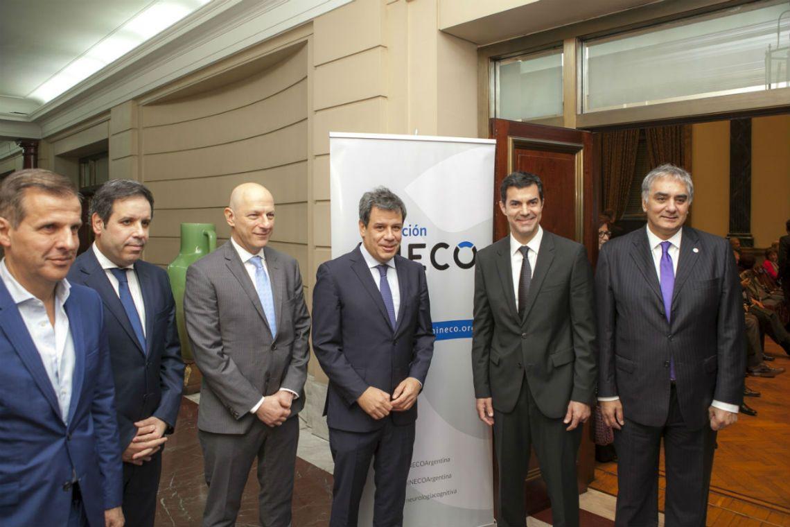 Facundo Manes junto al gobernador de Salta Juan Manuel Urtubey, Sergio Berensztein, Santiago Montoya, Gastón Manes y Martín Redrado
