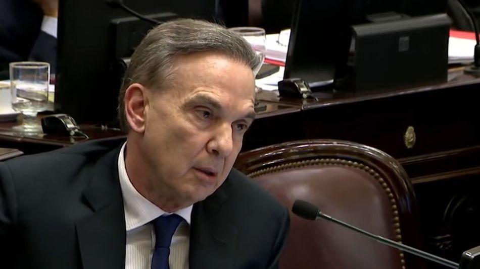 El senador Miguel Ángel Pichetto en el debate por las tarifas.
