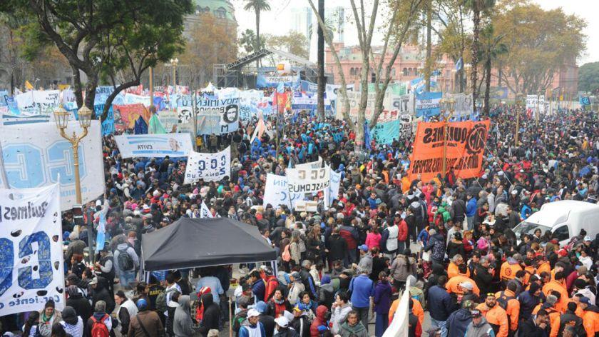 La Marcha Federal confluye en distintos puntos de la ciudad de Buenos Aires y terminó en Plaza de Mayo