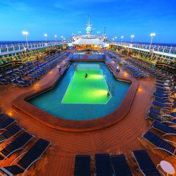 Una de las piscinas del crucero Monarch