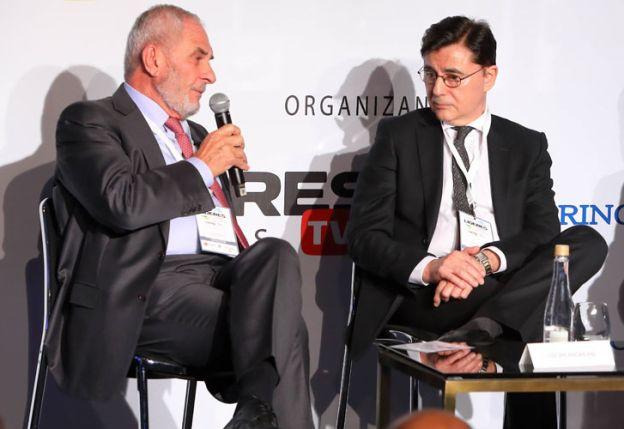Oscar Andreani, Presidente de Grupo Andreani y Jorge Fontevecchia, Presidente & CEO de Perfil Network S.A., en el panel de Competitividad.