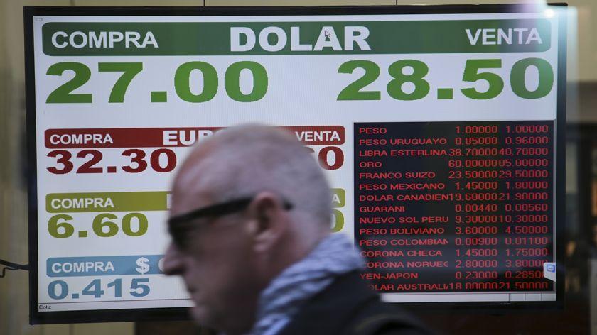 El dólar supera los $28 — Nuevo récord