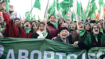 La cámara de Diputados aprobó la media sanción para la Ley de Aborto legal