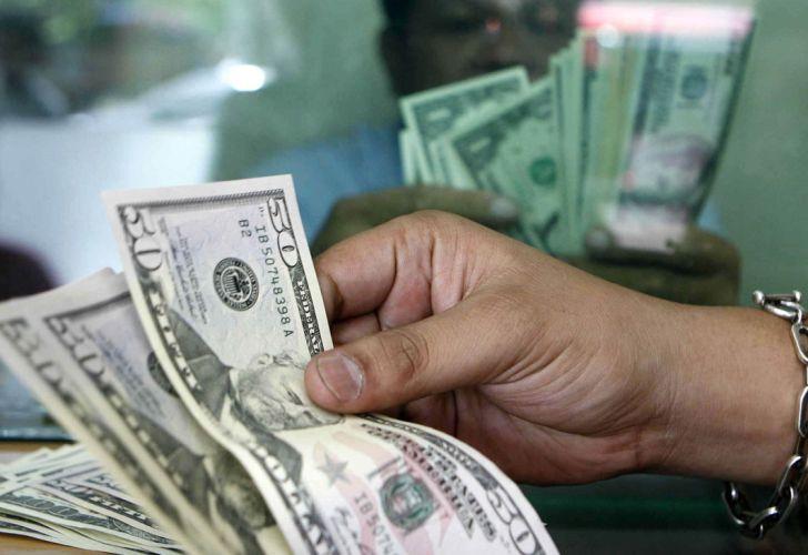 comprando dolares