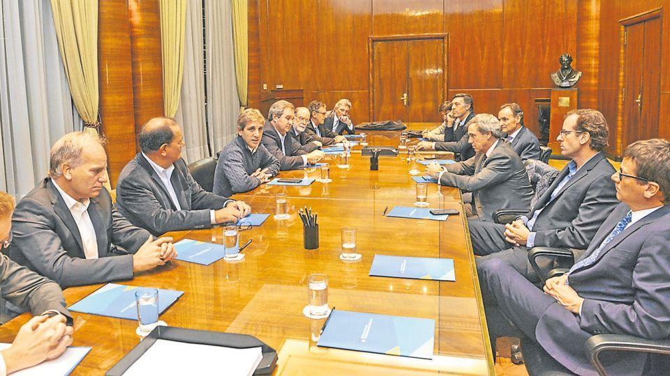 Casi todos. Las reuniones de Caputo de hoy fueron con banqueros e inversores: los mismos protagonistas de la semana pasada.