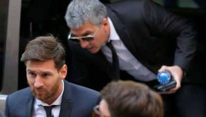 Lionel Messi, condenado a pagar dos multas de casi 500 mil euros por evadir el fisco español.