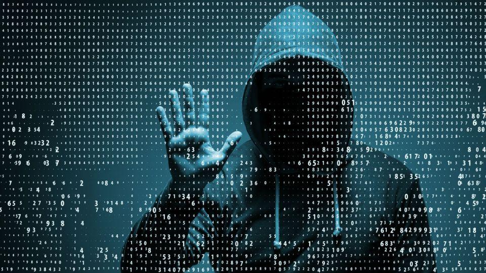 La estrategia es combatir a los hackers.