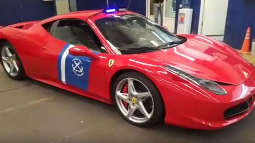 País: Prefectura patrullara con una Ferrari de un testafero del