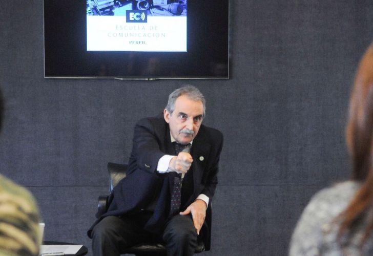 Moreno charla de la escuela de periodismo en Perfil