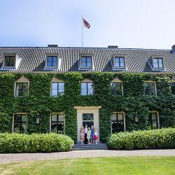 koning-willem-alexander-de-prinses-van-oranje-prinses-alexia-koningin-maxima-en-prinses-ariane-voor-de-eikenhorst-zomer-2018