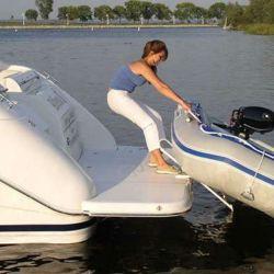 subir bote en lancha