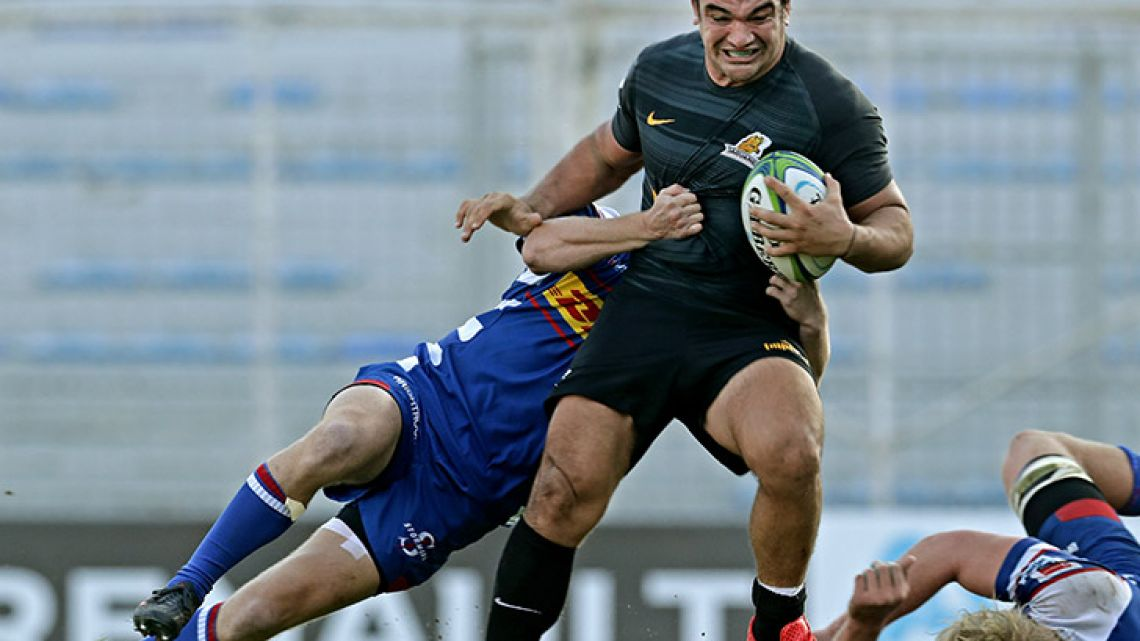 Jaguares hooker Agustin Creevy (right) is tackled by Stormers centre Justin Phillips during their Super Rugby match at Jose Amalfitani stadium in Buenos Aires on Saturday.