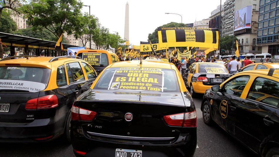 protesta-taxis-contra-uber-07022018