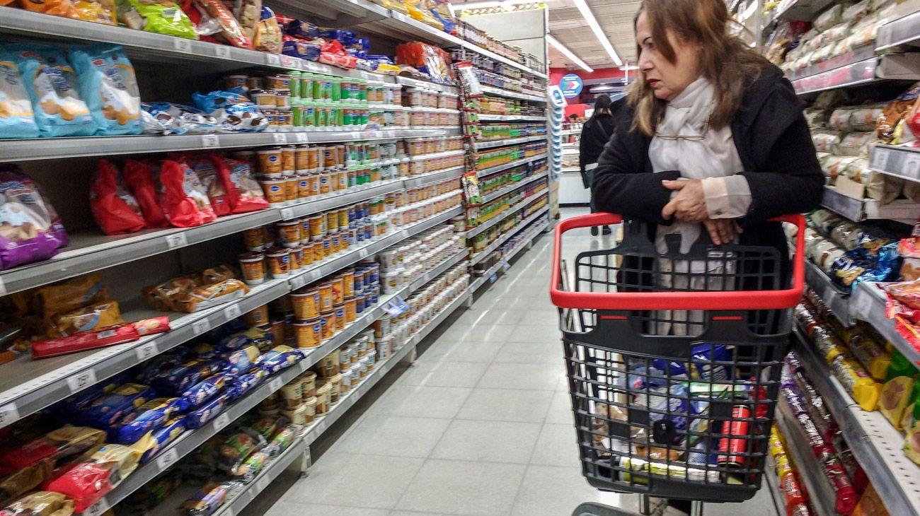 El salto cambiario aceleró la inflación, hizo volar la tasa de interés y provocó desconfianza, lo que frenó bruscamente al consumo.