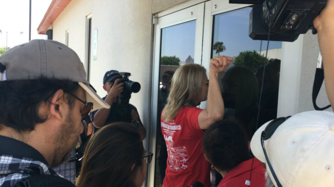 Kerry Kennedy, President of the Robert F. Kennedy Human Rights Centre, tries to enter the Ursula Detention.