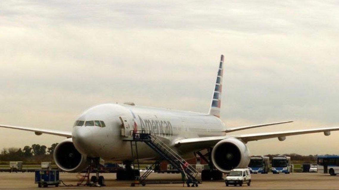 American Airlines flight AA90.