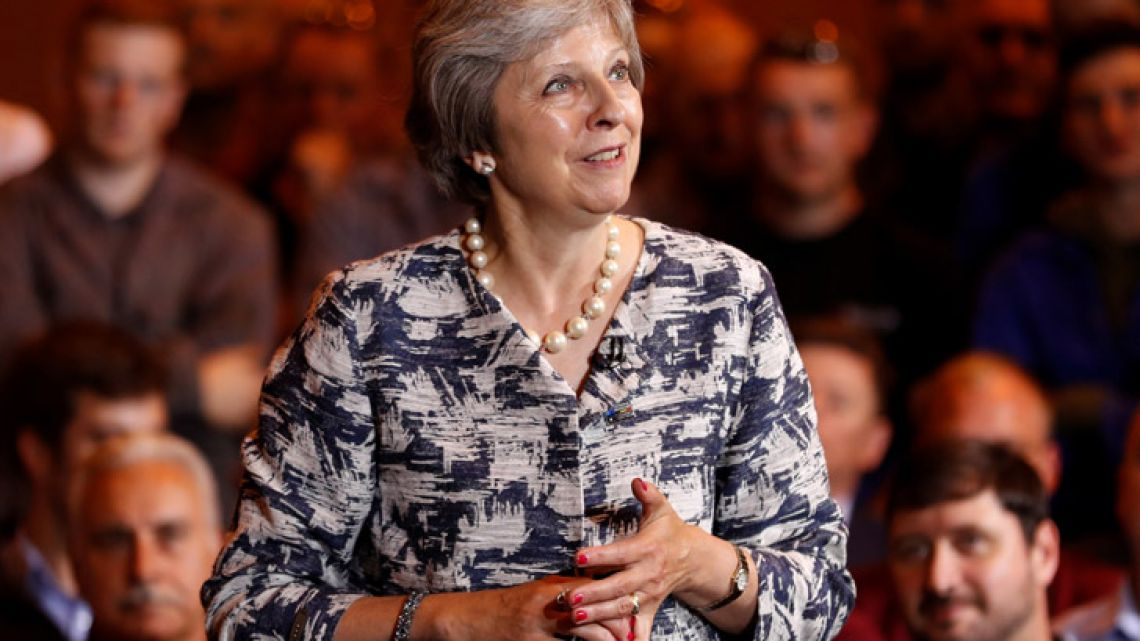 Prime Minister Theresa May says the UK will only pay its EU divorce bill if the bloc agrees the framework for a future trade deal.