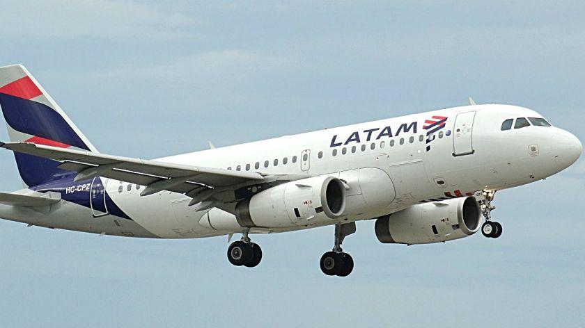 Resultado de imagen para LATAM también operaría el segundo vuelo semanal a Malvinas