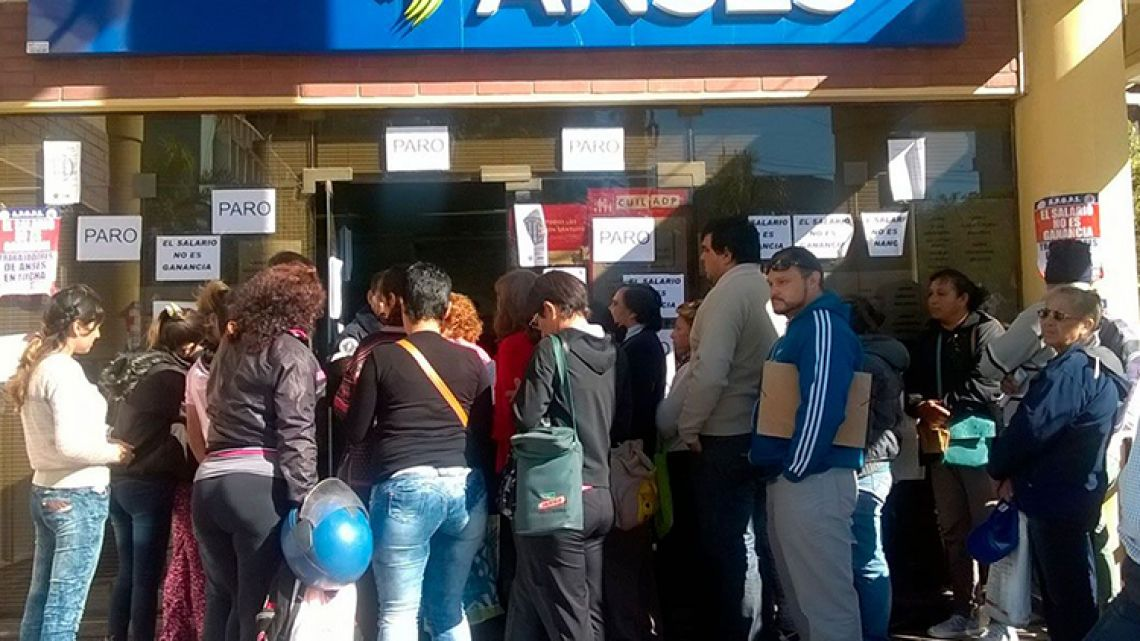 People line up at the ANSES social insurance agency.